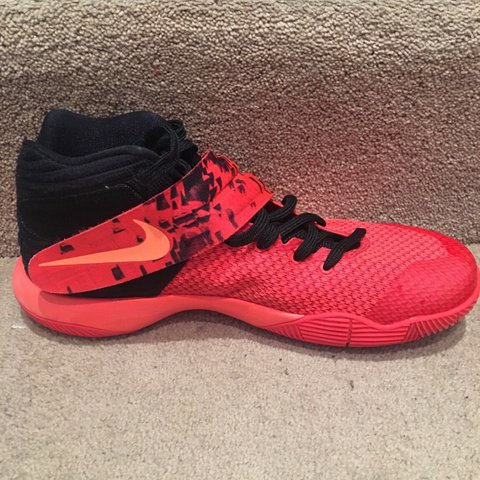 4f6289149194 Kyrie Irving 2 s Inferno Uk 10 Laces damaged due to Velcro - Depop