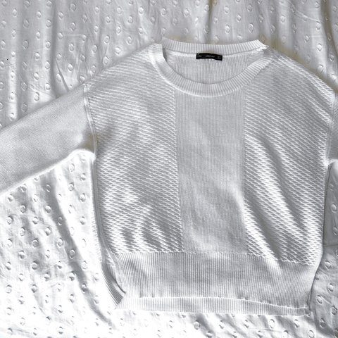 8fb25152d2 Zara white sheer knit slightly cropped jumper. Size small