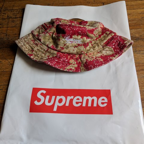 a51502cd307b6 Supreme floral crusher bucket hat from SS18 drop. Completely - Depop