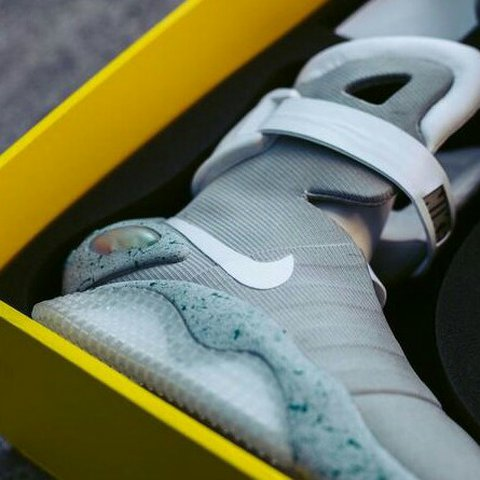 official photos 56d72 d679f  brenk. 2 years ago. Spain. Nike Air Mag Back to the Future V3