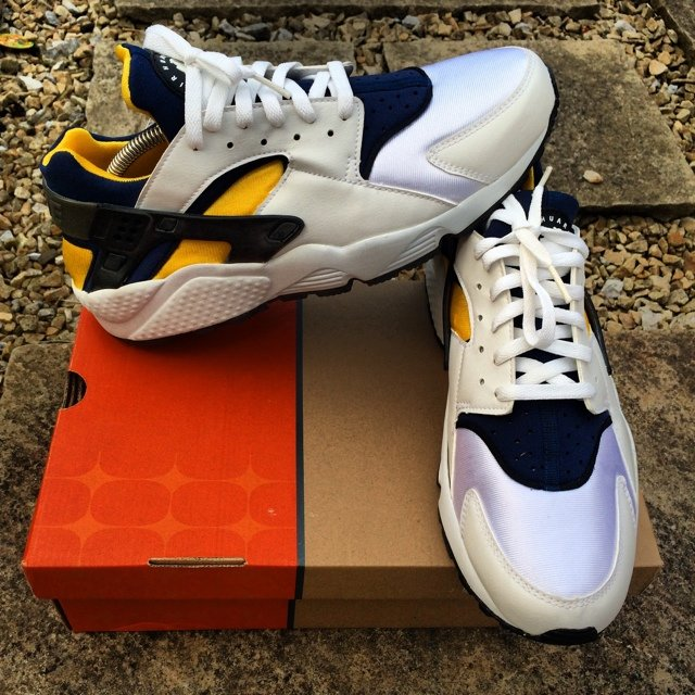 e8e22c4ca335 Nike Air Huarache 2003 Michigan uk9.5 - Depop