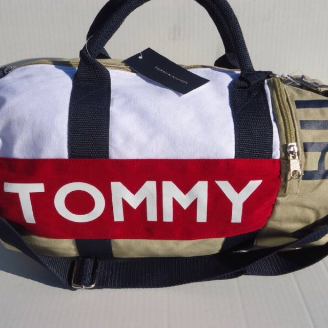 Tommy Hilfiger duffle gym bag - Depop