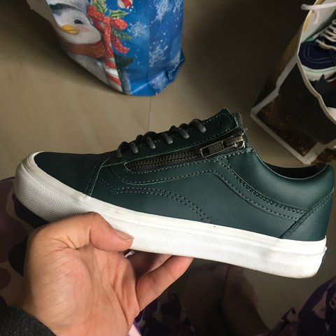 9b45846249ce Vans Old Skool. Side zipper. MENS-5.5 WOMENS-7 Excellent a - Depop