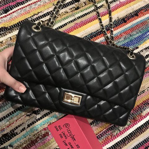 91a9147cf31 Quilted black handbag with gold chain strap