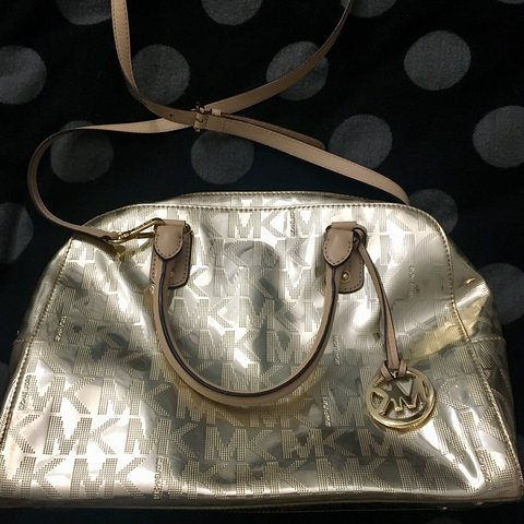 3f54516ade17 @martiderry. last year. Gallarate, Italia. Borsa Michael Kors color oro # michaelkors #bag ...