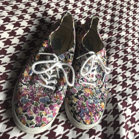 80dc88b533d Vans floral print shoes size 6 hardly worn good condition to - Depop