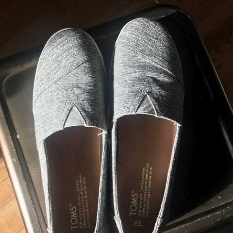 4f279ec268f Women s size 8 TOMS slip ons. Bought these for  60 as a gift - Depop