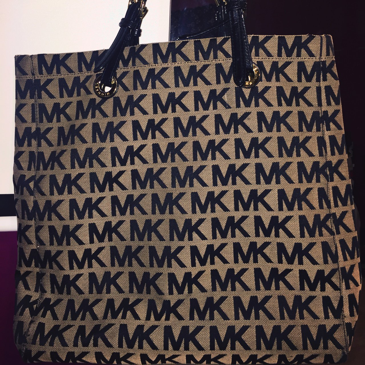 9515ad07a8784a Michael Kors purse, have not used in a while, pretty great - Depop