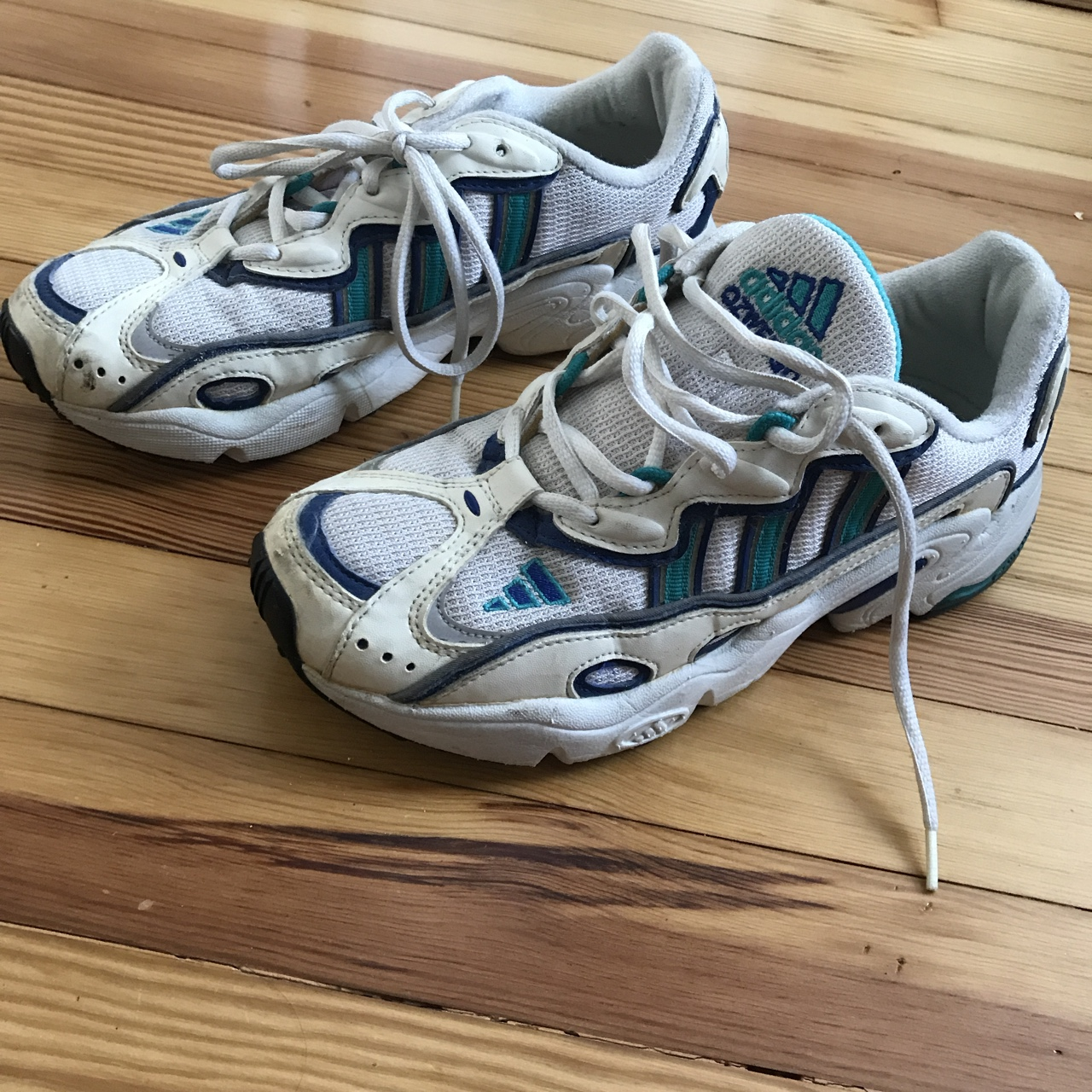 Vintage adidas ozweego Size 8 Great condition 06/98 - Depop