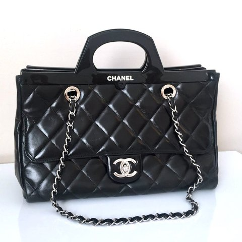 d3503b3aa2ed @maelenita. 2 months ago. London, Storbritannien. CHANEL CC DELIVERY TOTE/SHOPPING  BAG