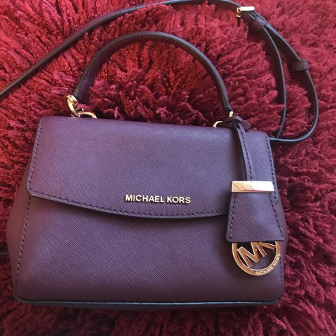 456a2fed4a57 NEW MICHAEL KORS SAFFIANO LEATHER CROSSBODY BAG in colour 1 - Depop