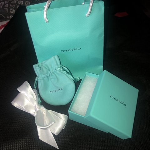 ca00b39e10 TIFFANY & Co. Gift Packaging ! 💙 - gorgeous tiffany gift a - Depop