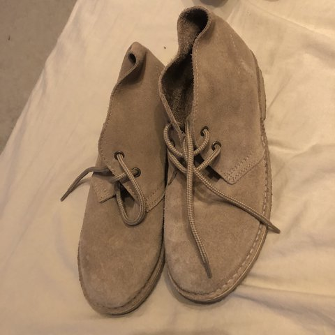 90653e624 roamers desert boots size 6 unisex worn out the house once - Depop