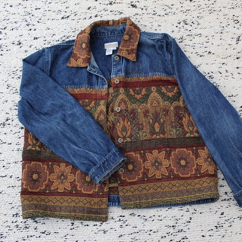 133cbcd7eb vintage button up denim jacket with cool tapestry 80s nike - Depop