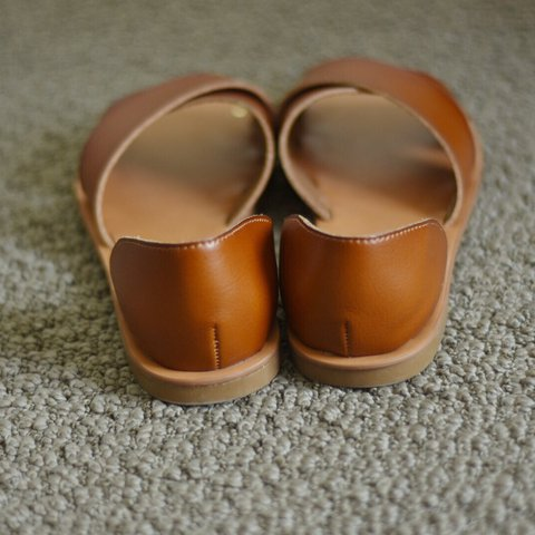 8c6090dd6d12 TARGET(universal thread) BROWN CROSS SANDALS  -never try on - Depop