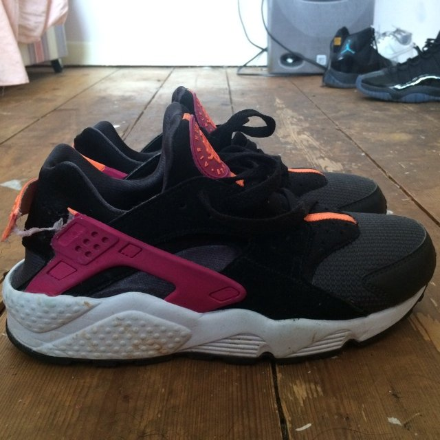02f568e05eacc Nike air huarache size 4.5. Didn t want to sell these but of - Depop