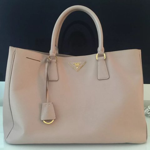 76c1ce4fedfe55 @thevoguehabit. 2 years ago. Florida, USA. PRADA Saffiano Lux Tote; Pre- Loved