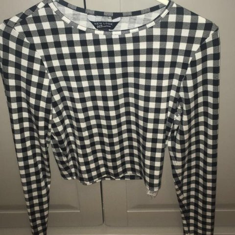 d8d0ba8dbf2 @erika_hx. 7 days ago. Wirral, United Kingdom. New Look chequered black and  white long sleeve cropped top.