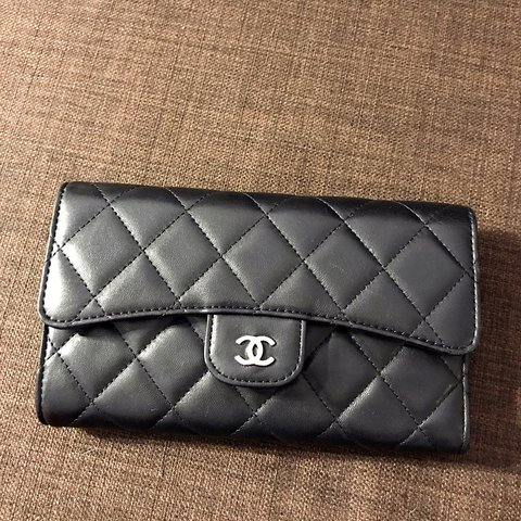 d5c11f98fc5f @zhangyy211. 2 years ago. Chicago, 美國. Chanel classic flap wallet black  silver hardware.
