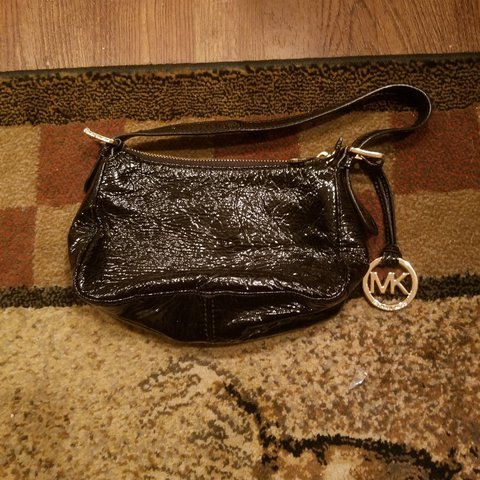 4d3e3fd01ff5cb @phinfan. last year. Glen Gardner, Hunterdon County, United States. Michael  kors crinkle wrist bag. No marks no wear. Super clean.