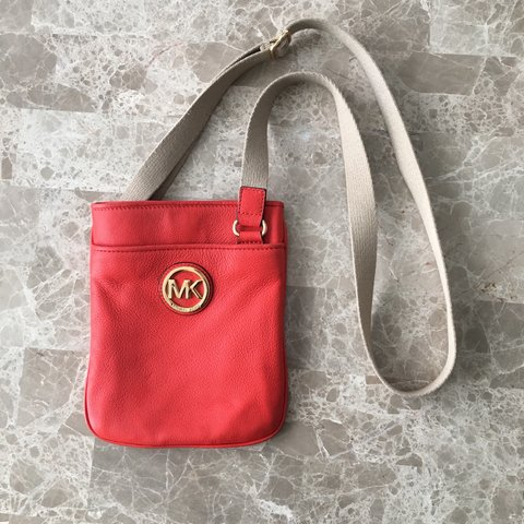 90f419d6f97939 @chantiqruby22. 10 months ago. Dearborn Heights, United States. Authentic Michael  Kors Fulton crossbody in Mandarin.