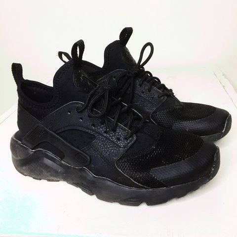 cde05e89c93f Nike air huarache triple black colourway. Supreme condition - Depop