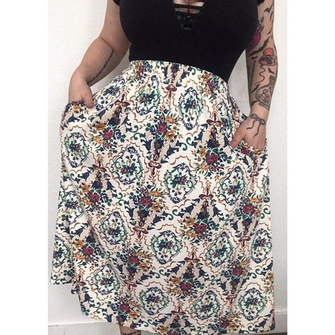 b8d3a52ea0 @creepycurvyvintage. 5 months ago. Battle Creek, United States. Vintage  skirt! With pockets! Best fit's Large. Stretchy waistband! Will take  measurements ...