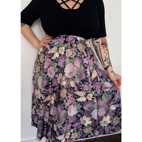096fe7147b @creepycurvyvintage. last month. Battle Creek, United States. Vintage  floral skirt. Best fit's L/XL. Stretchy Will take measurements ...