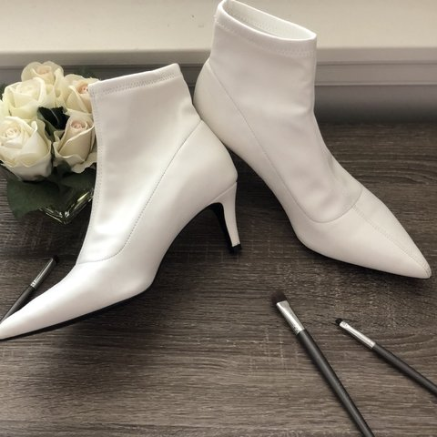 f0c89427eb4 White Faux leather pointed toe Kitten heel Ankle booties! I - Depop