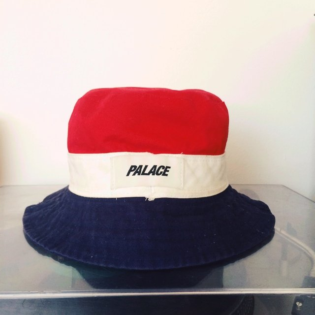 1b951d0fbaa Palace bucket hat - it s reversible so it can have either a - Depop