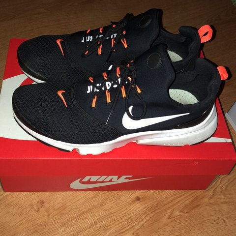 a3dd36606312 BLACK   WHITE NIKE PRESTO FLY JDI TRAINERS EXCELLENT WITH 7 - Depop