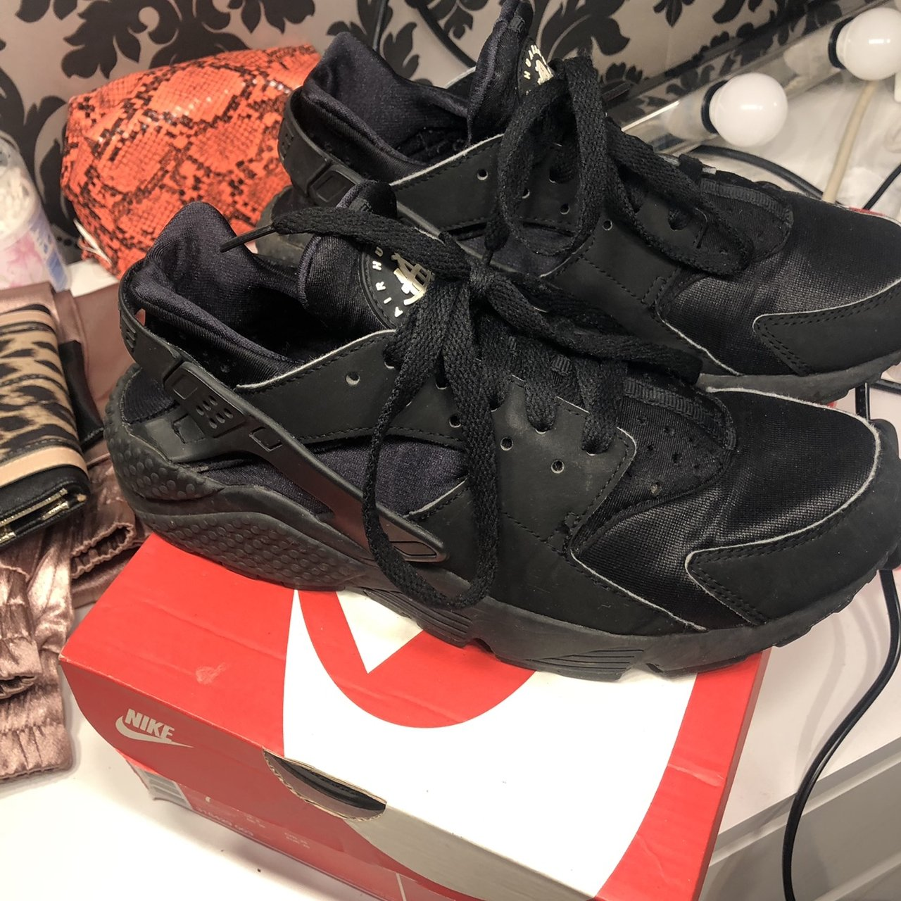 c3172f22888 Black huaraches in size 6