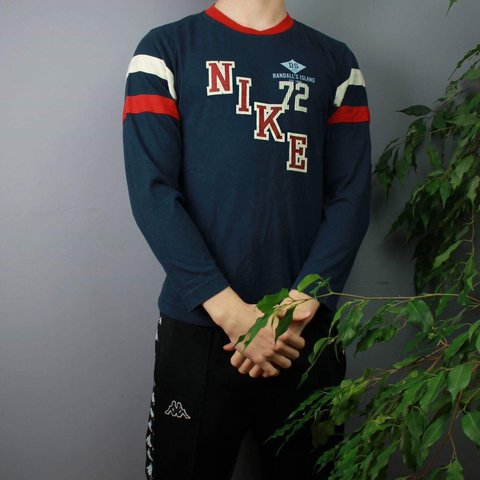 ab52813f Vintage Nike Longsleeve in Navy colourway and size XS (Kids - Depop