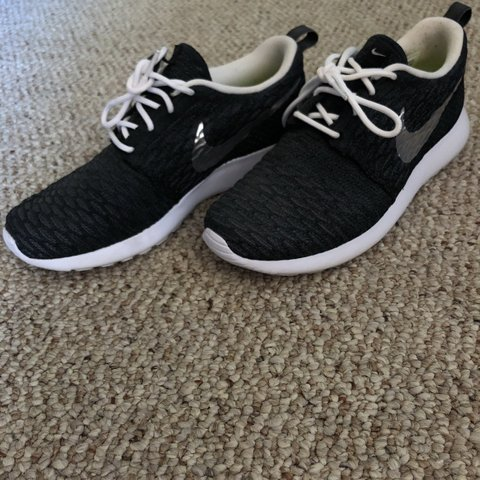 f558e5a63870 Excellent condition. Nike Roshe Run women s size 7 - Depop