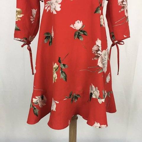 d65be74ada8 Topshop Paint Floral Frill Tea Dress (size  6P) Used but in - Depop