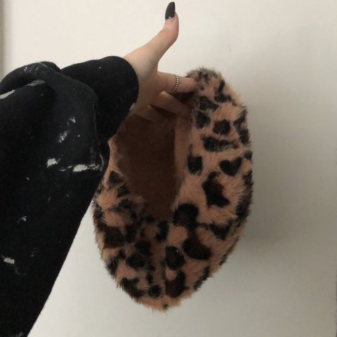 68a8992752ebb 🐆 CUTE LEOPARD PRINT BERET 🐆 WORN ONCE FOR PHOTOS WRONG I - Depop