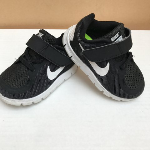 fe128d4363eb Toddler Kids Nike trainers Free Run 5 black and white size a - Depop