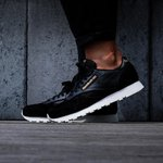 c9fc3321225 Reebok CL LEATHER ALR black gold prodotto. €92. Reebok WORKOUT PLUS ...