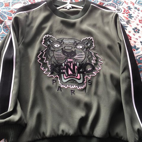 aa75e7e05 @hal123xox. 2 months ago. Cheadle, United Kingdom. Genuine Kenzo tiger  embroidered crepe ...