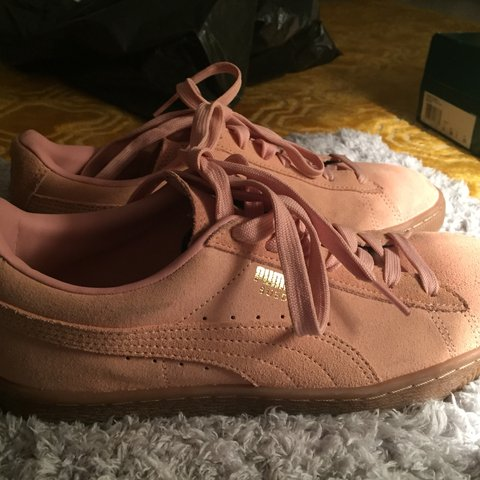 0f35274e1317 Pink suede puma trainers super cute and brand new never warm - Depop