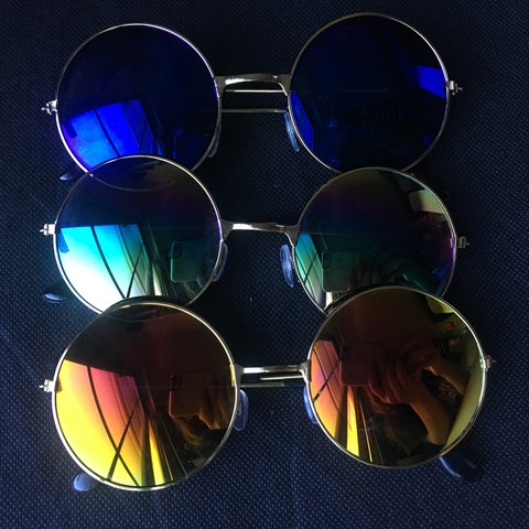 2ef5f55da9137 Circle colored sunglasses Light scratches on the lens of the - Depop