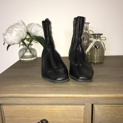 6fc08b4a8656 Black leather ankle boots Size 6 Small heel Comfortable - Depop