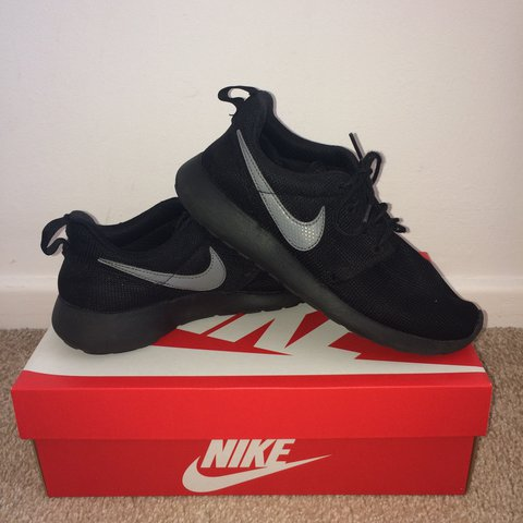 12b2d3ddbce51 Nike roshe trainers All black with grey tick Size 5 Worn a - Depop
