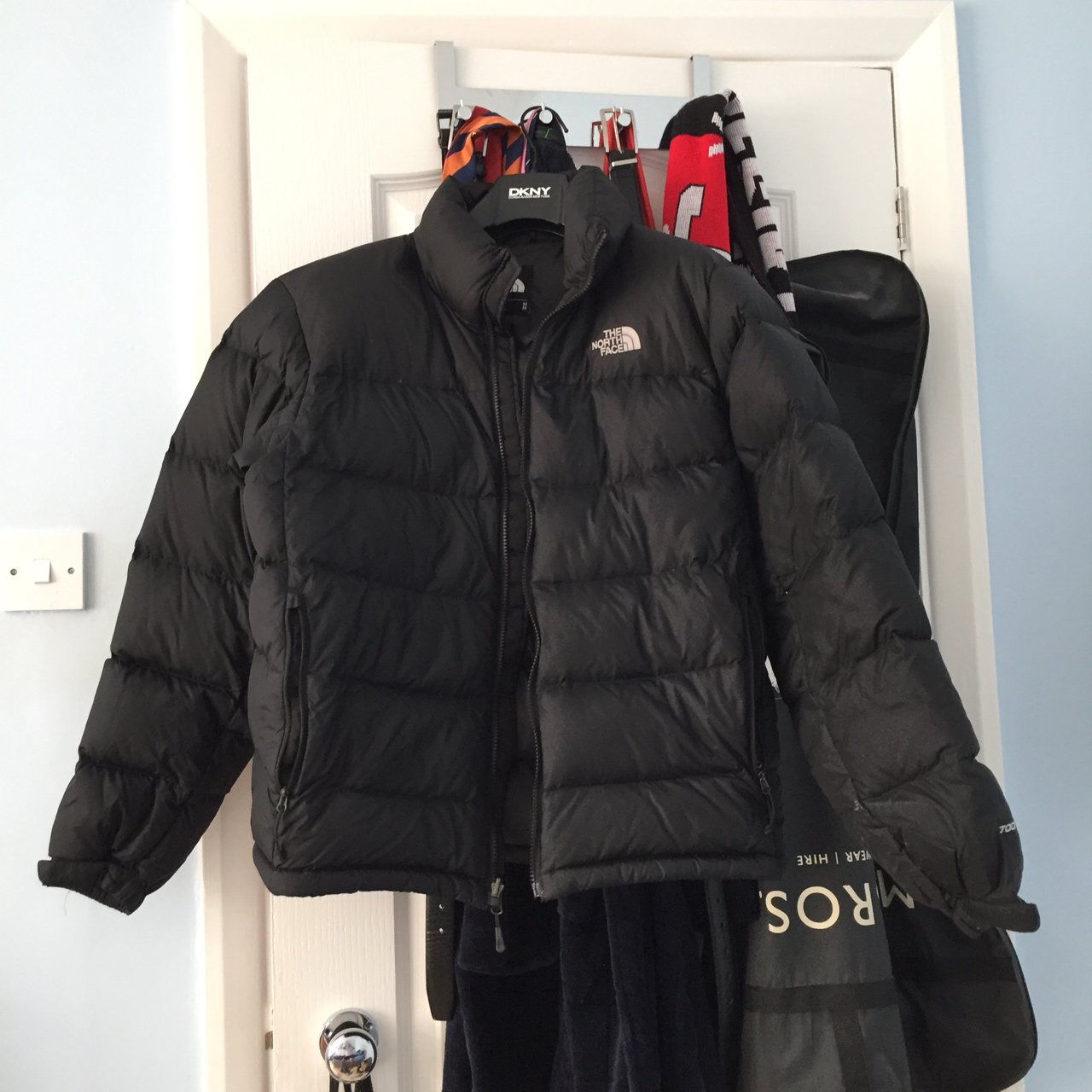 2a8b4eb7d5 North face puffer jacket Worn a couple times Great but can - Depop