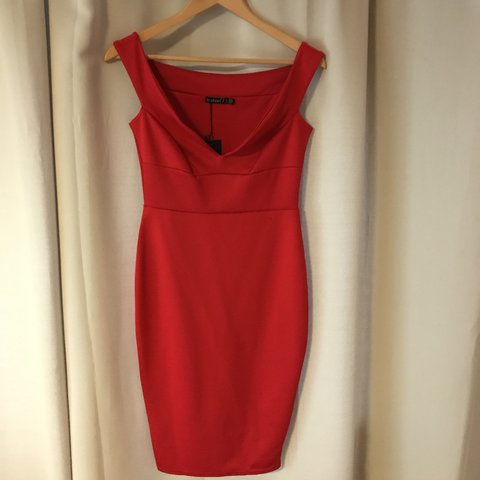 042f7e5e462a @jessie0508. last year. Yeovil, United Kingdom. Brand new with tags Boohoo  of shoulder red dress fits size 10-12