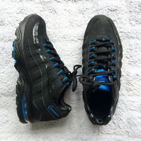 bb5f5a3bb8 black and blue Nike Air Max Airmax 95 95s size UK 4, hardly - Depop