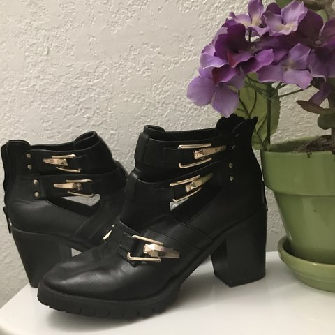 05506204dbc2 Totally 90 s chunky ankle boots with gold details