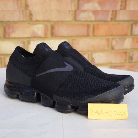 1d33281cae8 Selling a pair of Nike Vapormax Moc model with a Black Black - Depop