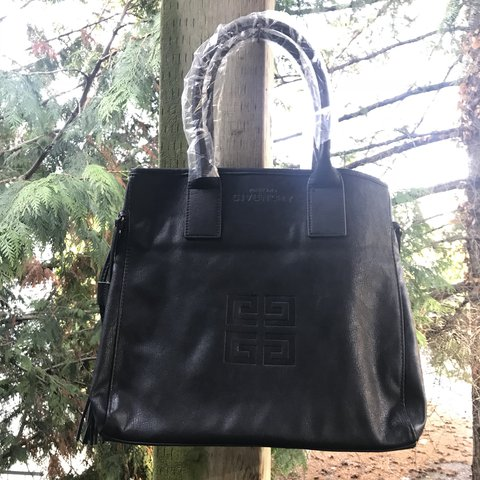 775b6b2e129 @ccollinslarsen. last year. Seattle, United States. Practically brand new,  never used Givenchy Parfums black faux leather handbag.