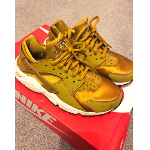 c0972796c5fc4 Women Nike Air Huarache Gold. In a neat good condition